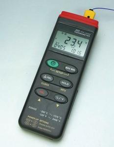 デジタル温度計CENTER305(CE-305)データロガー機能付き